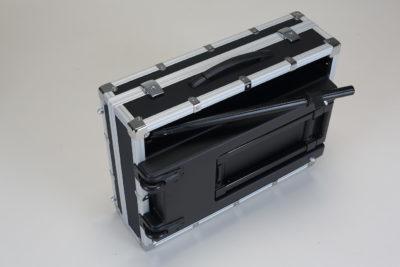 geschlossenes Cantoni Make-Up Case mit Teleskopbeinen
