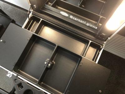Innenansicht und Metall Ablagen vom Cantoni Makeup Case VT101C